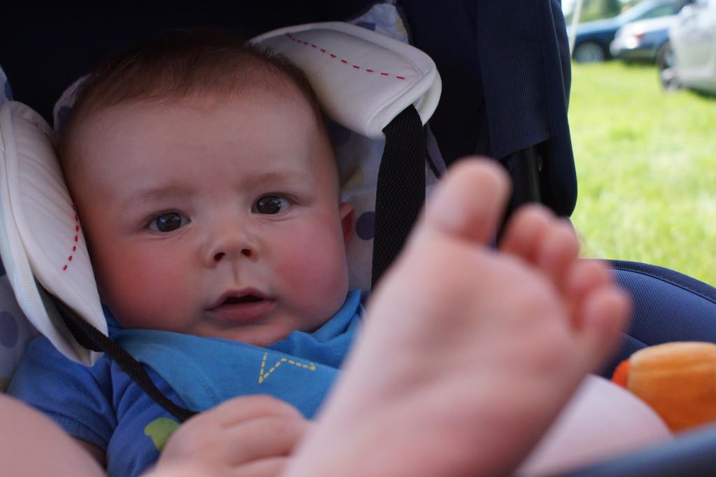 """""""mamo, wąchaj stópkę!"""""""