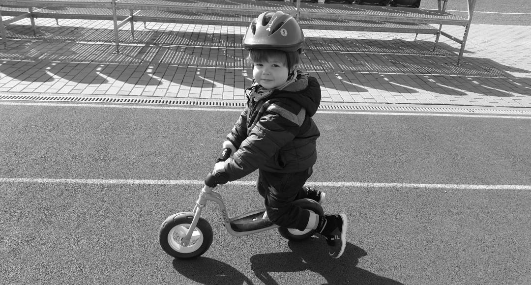 Rowerek biegowy dla dwulatka.