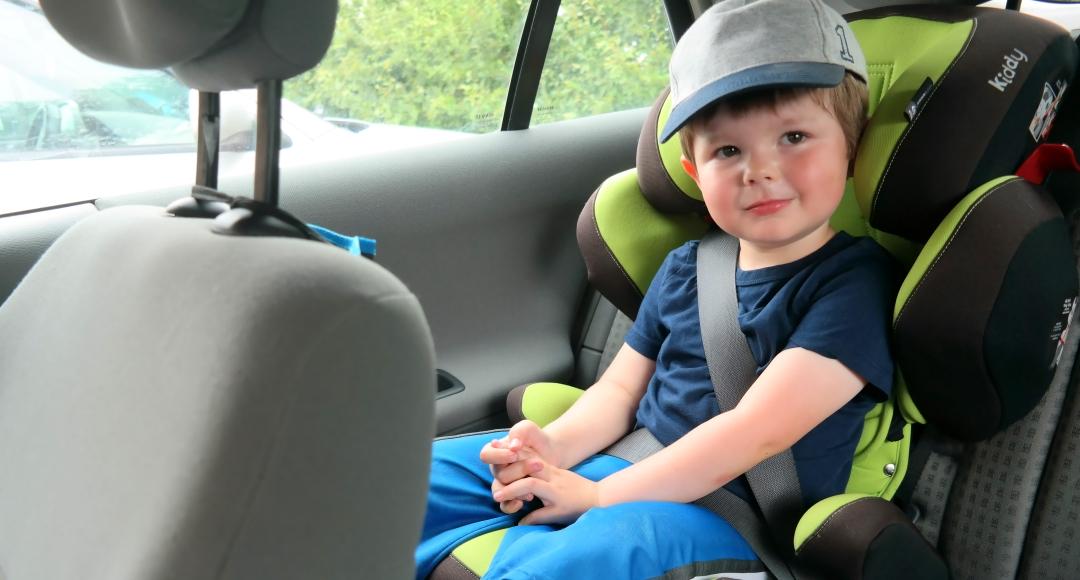 Jak mądrze wybrać fotelik samochodowy z grupy 2-3?