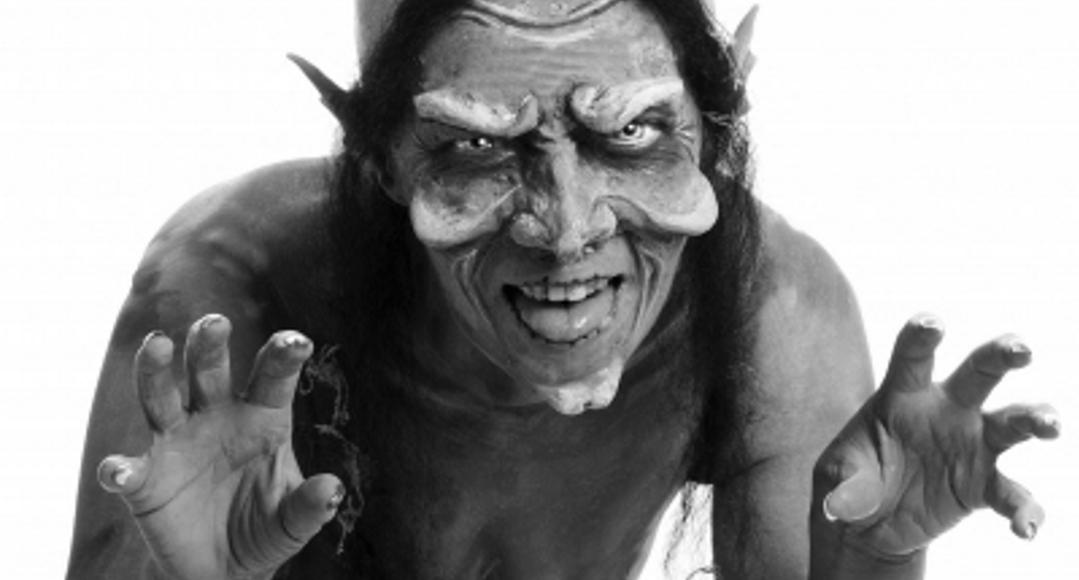 """Matka – Zombie, czyli """"Mombie""""."""