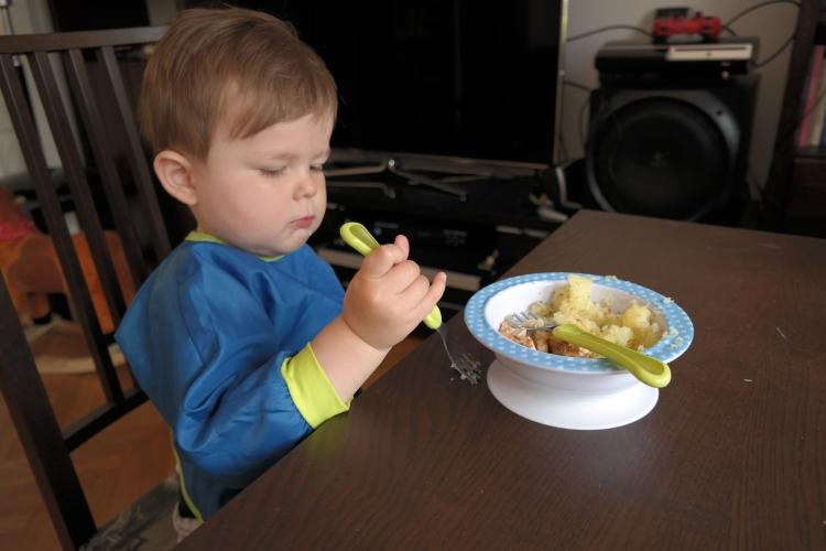 nauka samodzielnego jedzenia